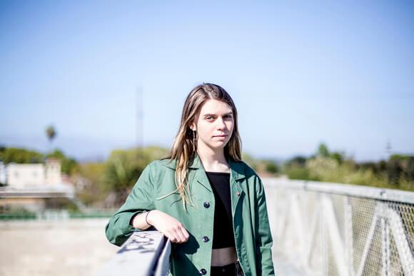 Tomberlin – Das Debütalbum ist voller Ehrfurcht für Musik selbst